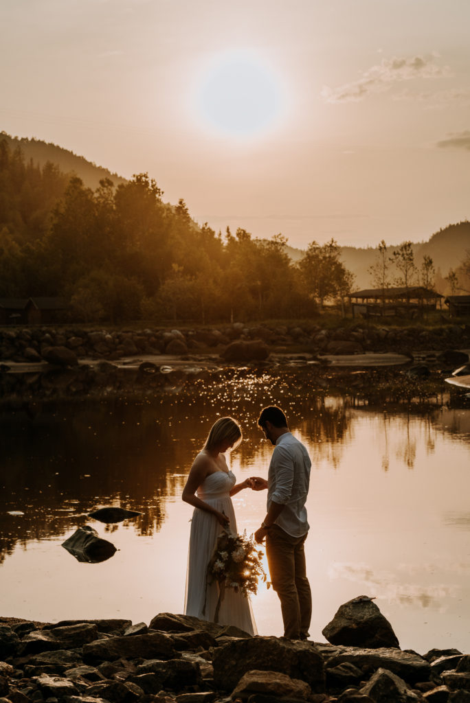 love-is-nord-photographe-mariage-intime-quebec-elopement-intimate-wedding-fleuve-mer-0006-684x1024