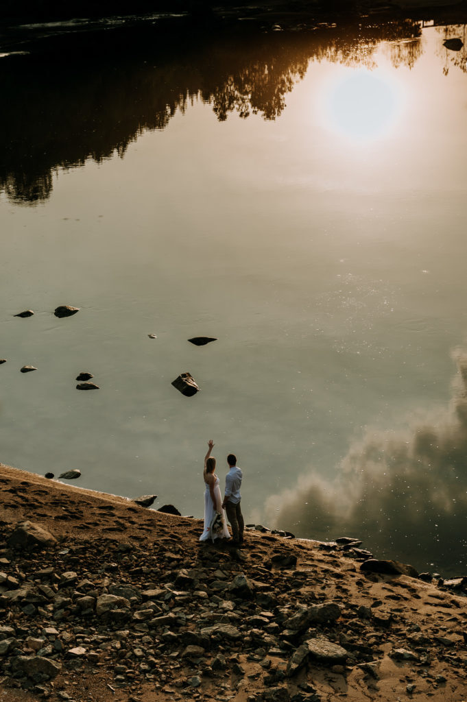 love-is-nord-photographe-mariage-intime-quebec-elopement-intimate-wedding-fleuve-mer-0010-681x1024