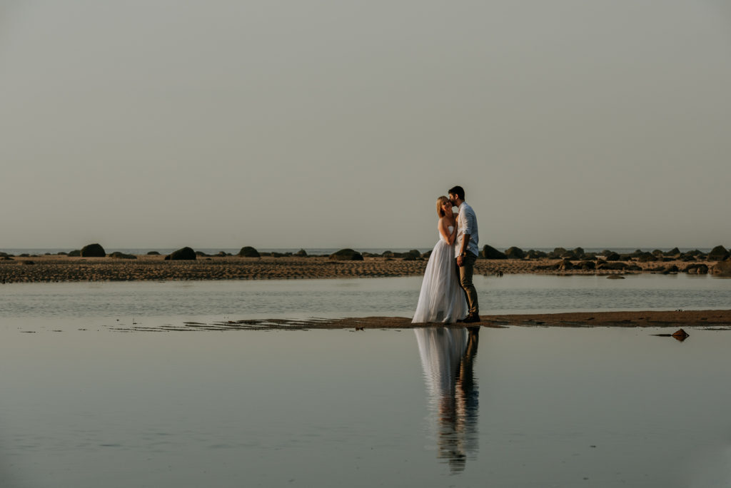 love-is-nord-photographe-mariage-intime-quebec-elopement-intimate-wedding-fleuve-mer-0026-1024x684