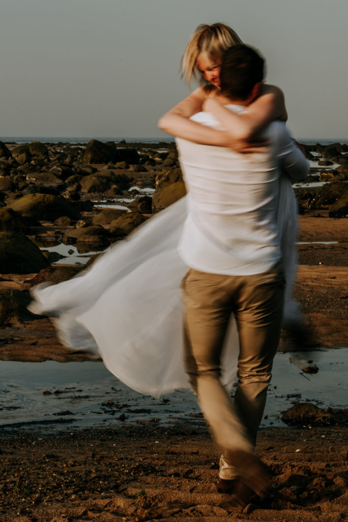 love-is-nord-photographe-mariage-intime-quebec-elopement-intimate-wedding-fleuve-mer-0037-684x1024