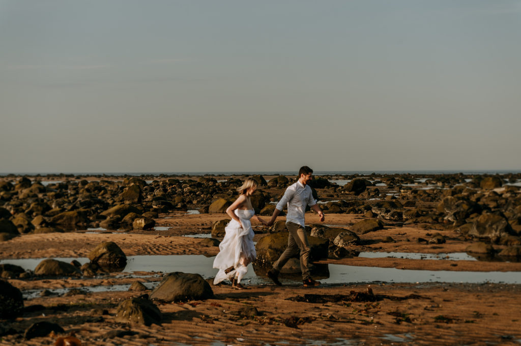 love-is-nord-photographe-mariage-intime-quebec-elopement-intimate-wedding-fleuve-mer-0038-1024x681